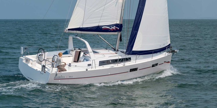This 38.0' Custom cand take up to 12 passengers around Belize City