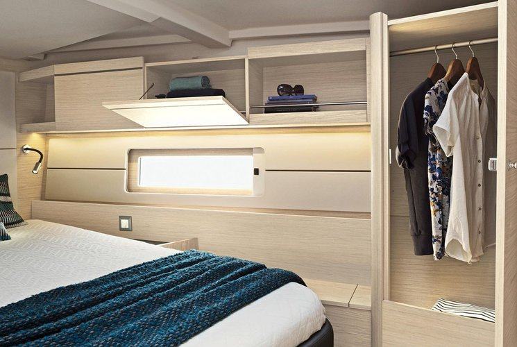 This 47.9' beneteau cand take up to 10 passengers around Dodecanese