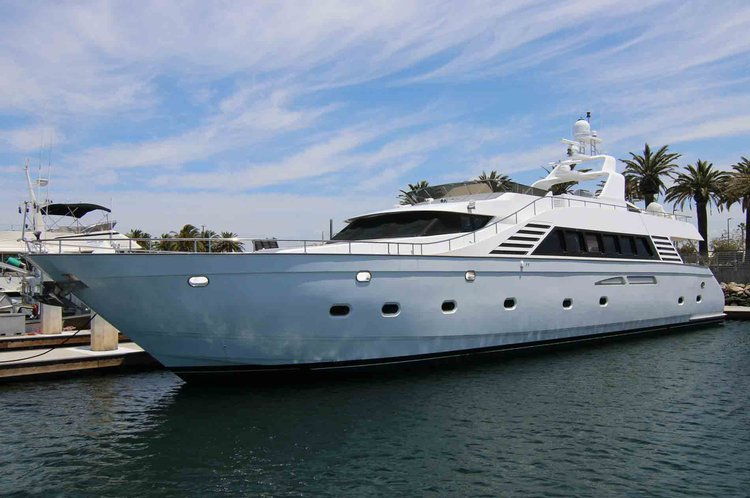 Rent this Super yacht for your grand day and enjoy the cruising in LA