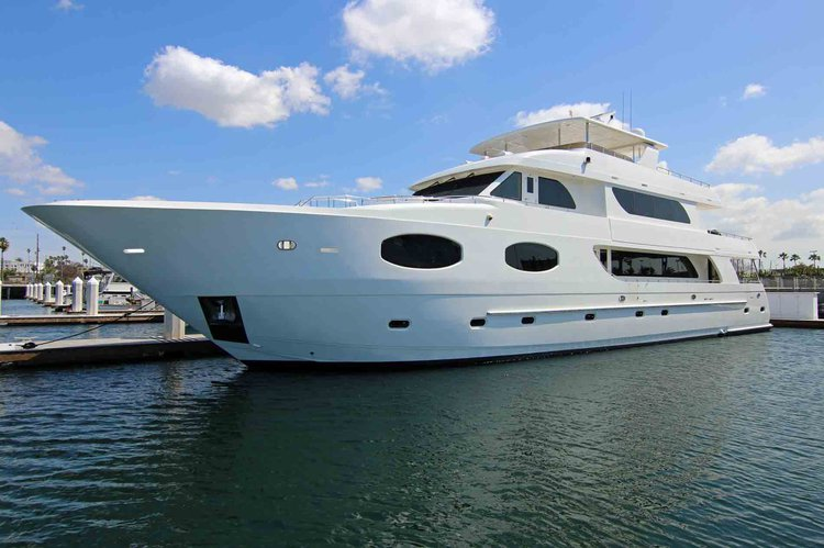 Rent this yacht in LA and celebrate your time with your loved ones
