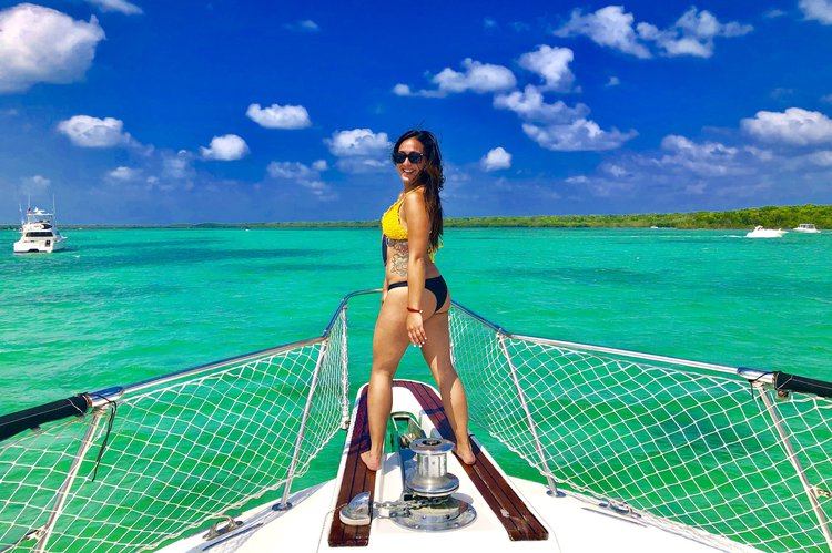 Boating is fun with a Motor yacht in Miami