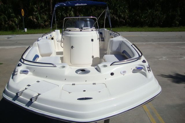 Discover St. Petersburg surroundings on this FD231 Hurricane boat