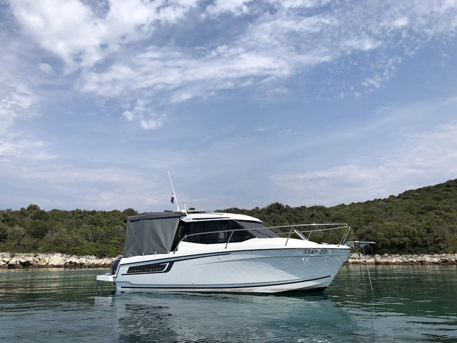Cruise Zadar, HR waters on a beautiful Jeanneau Merry Fisher 695