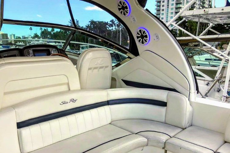 Discover Miami surroundings on this 390 SeaRay boat
