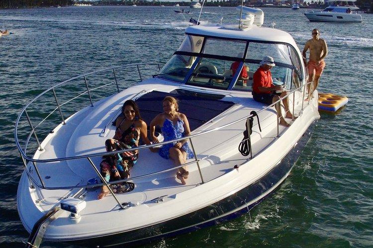 Cruiser boat rental in Lummus Park, Miami River, FL
