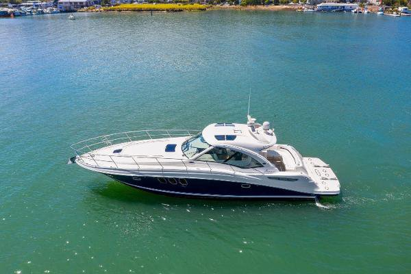 Beautiful 51 foot Sea Ray Sundancer Yacht