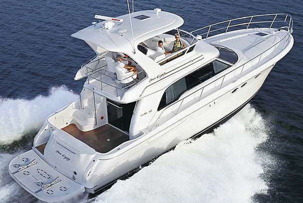 Discover Jupiter surroundings on this 48 Sea Ray boat
