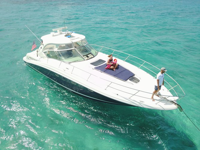 Discover Miami surroundings on this 45 Sundancer Sea Ray Sundancer boat