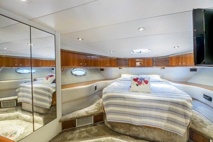 Discover Bodrum surroundings on this Manhatton 62' Sunseeker boat