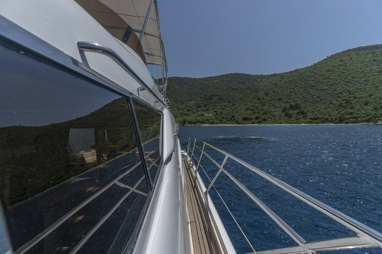 This 62.0' Sunseeker cand take up to 12 passengers around Bodrum