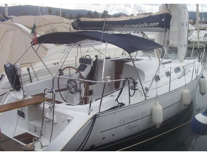 Sail the beautiful waters of Furnari on this cozy Beneteau Oceanis 323