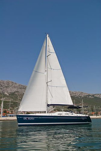 This 39.0' Bénéteau cand take up to 8 passengers around Split region
