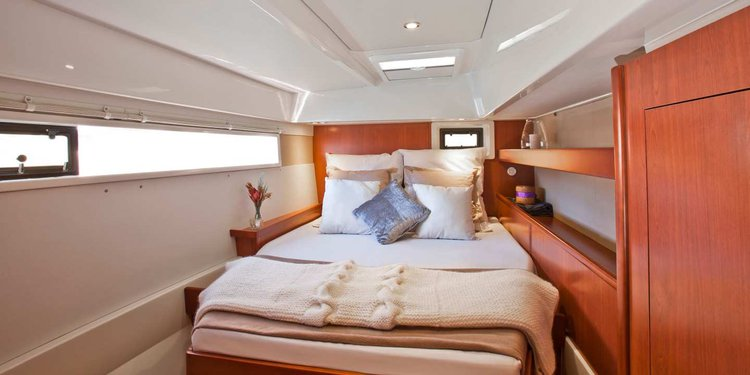 This 48.5' Custom cand take up to 12 passengers around St Lucia - Castries