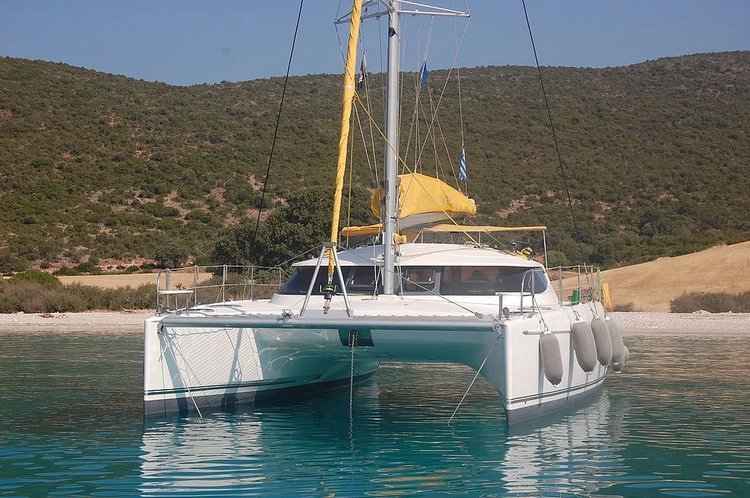 Charter this amazing sailboat in Samos