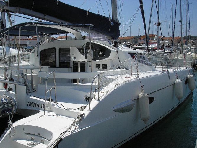 Unique experience on this beautiful Fountaine Pajot Lavezzi 40