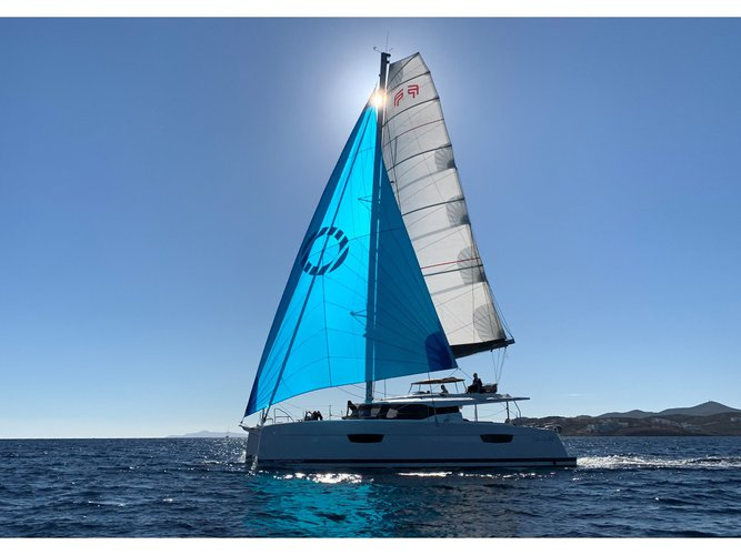 Enjoy luxury and comfort on this Fountaine Pajot Fountaine Pajot 47 SAONA(GEN,AC,WATERMAKER) in Lavrion