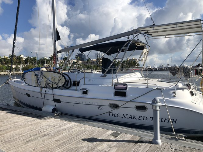 Discover Fort Lauderdale surroundings on this Passage 450 Hunter boat