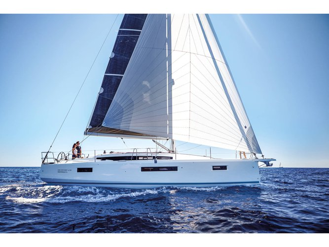 Unique experience on this beautiful Jeanneau Sun Odyssey 410