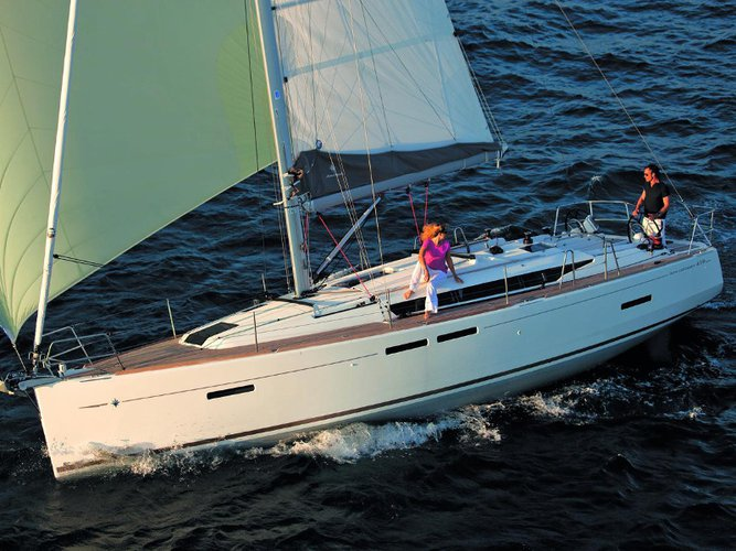 This sailboat charter is perfect to enjoy Las Galletas