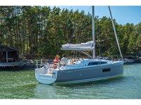 Jump aboard this beautiful Beneteau Oceanis 30.1