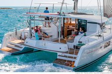 Set your dreams in motion in Belize aboard this 42 ft catamaran