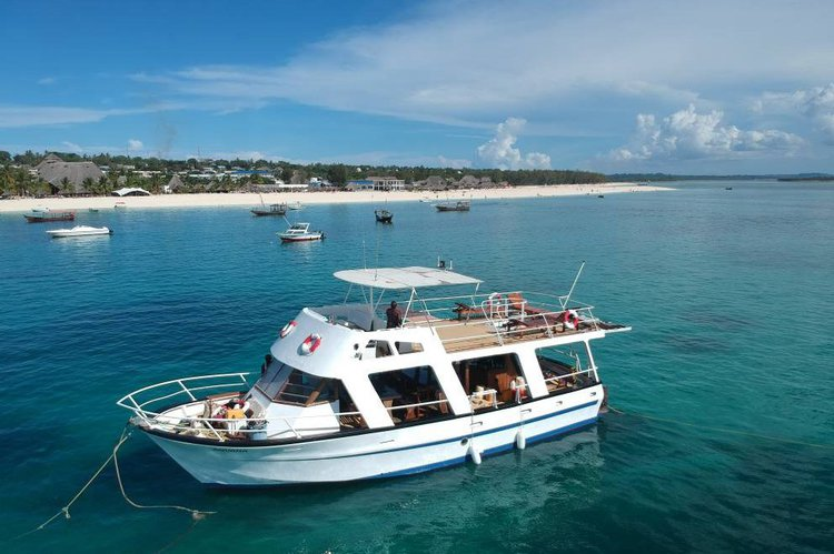 3 Island Tours and boat full charter