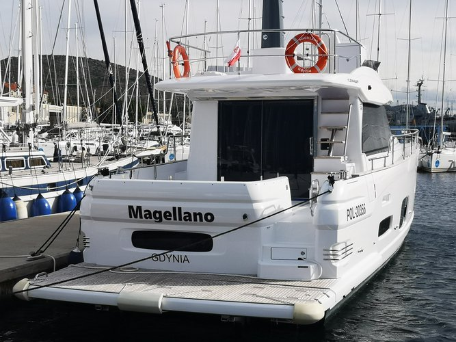 Charter this amazing motor boat in Šibenik