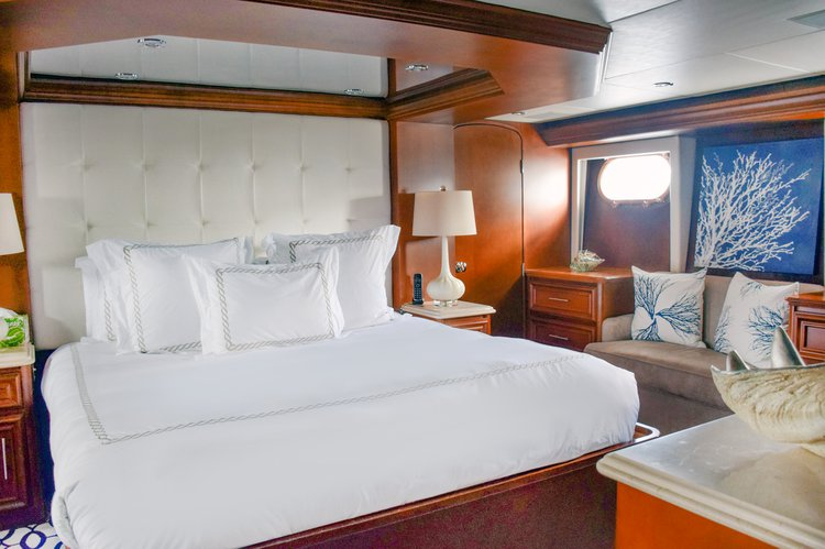 Discover Miami Beach surroundings on this Iron Lady Broward boat