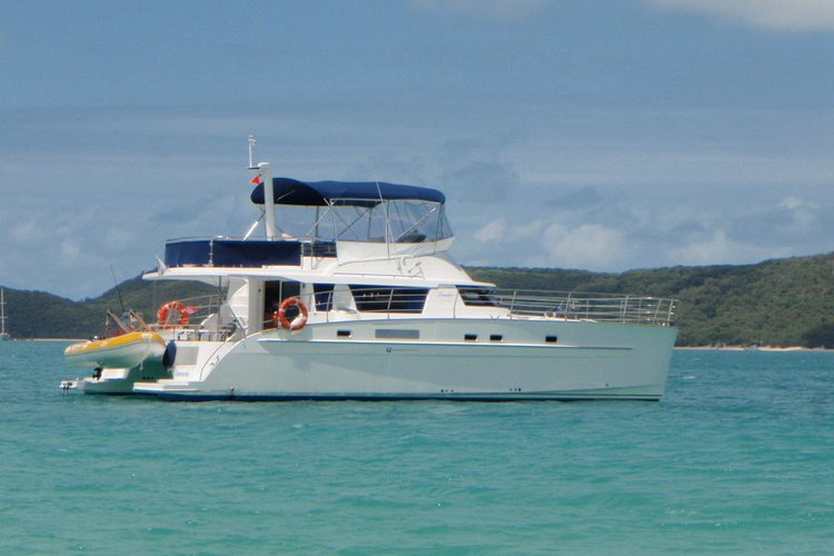 Enjoy the winds of  Whitsundays aboard Cumberland 46