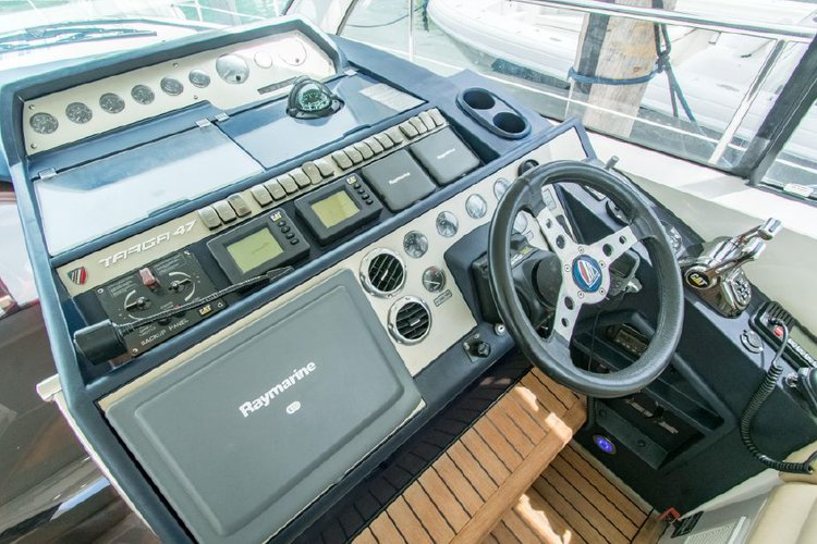 Discover Miami surroundings on this Targa 47 Fairline boat