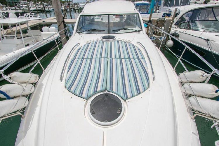 Discover Miami surroundings on this Targa 47 Fairline boat