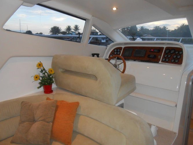 Up to 16 persons can enjoy a ride on this Cruiser boat