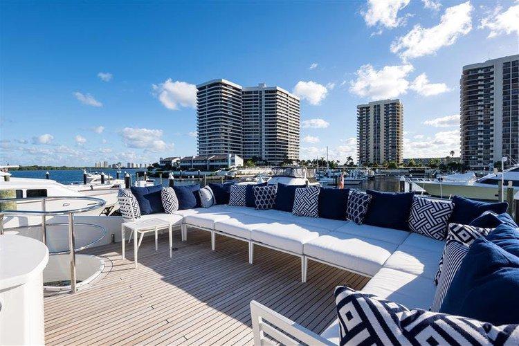 LAZZARA's 116.0 feet in Miami Beach