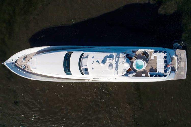 Discover Miami Beach surroundings on this 116' FLYBRIDGE LAZZARA boat