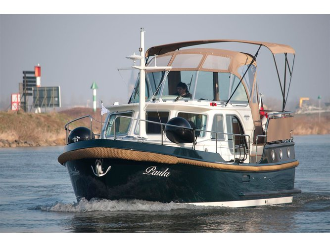 Take this Linssen Linssen New Classic 32 AC for a spin!