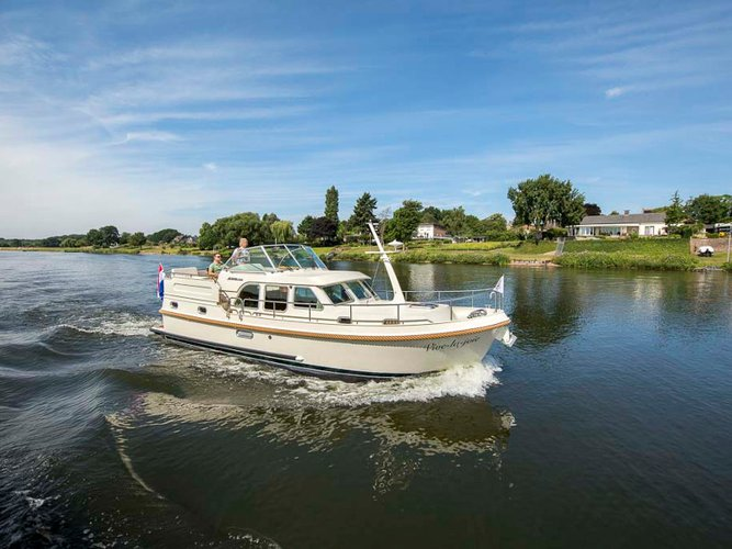 Enjoy luxury and comfort on this Zehdenick-Mildenberg motor boat charter