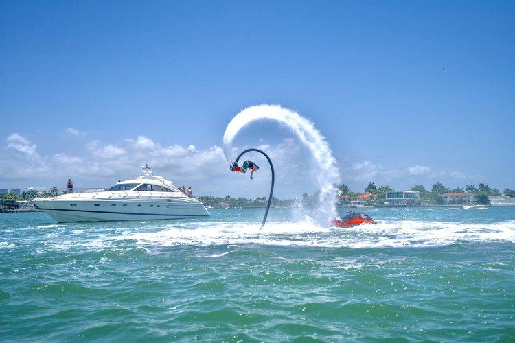 This 65.0' Princess cand take up to 13 passengers around Miami Beach