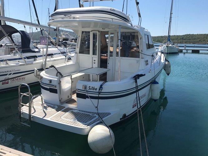 Charter this amazing motor boat in Pirovac