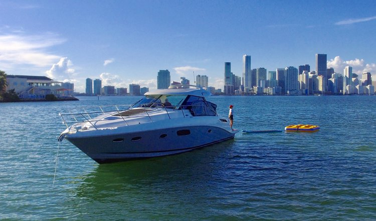 Discover Key Biscayne surroundings on this Sundancer SeaRay boat