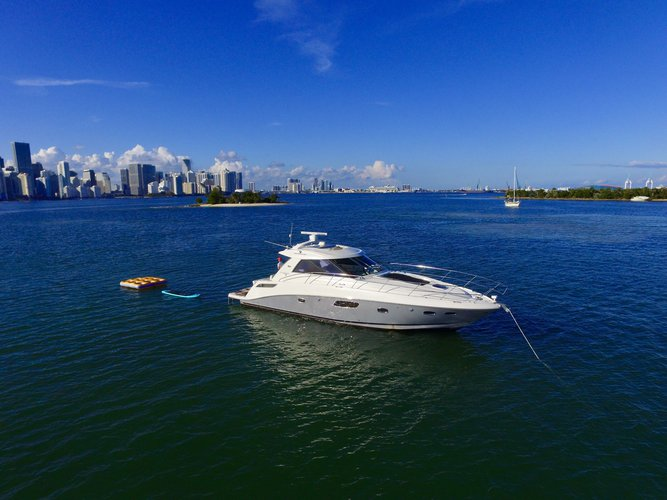 This 47.0' SeaRay cand take up to 8 passengers around Key Biscayne