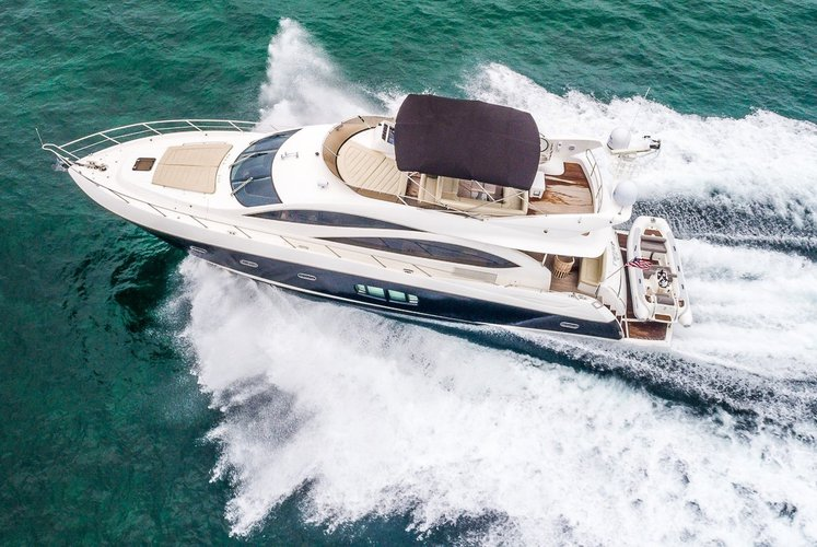 This 75.0' sunseeker cand take up to 12 passengers around Miami Beach