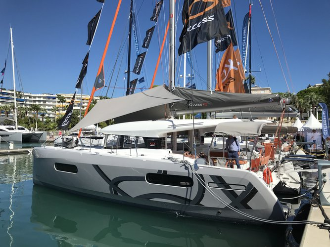 Enjoy luxury and comfort on this Pula sailboat charter