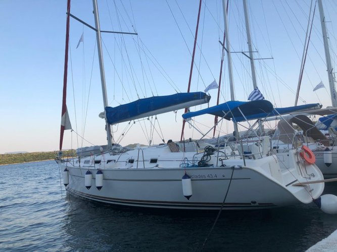 Explore Lefkada on this beautiful sailboat for rent