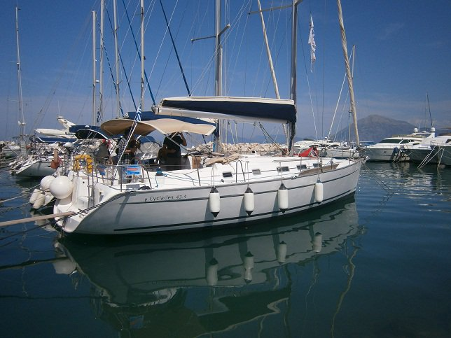 Jump aboard this beautiful Beneteau Cyclades 43.4