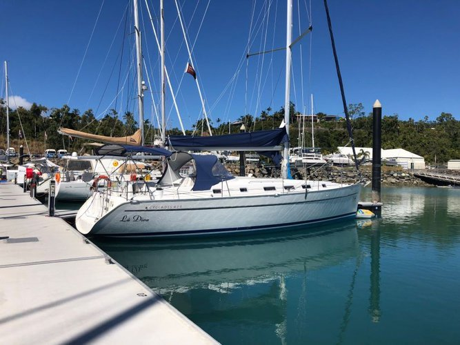 Sail aboard this amazing Beneteau 43.4 and enjoy the winds of  Whitsundays