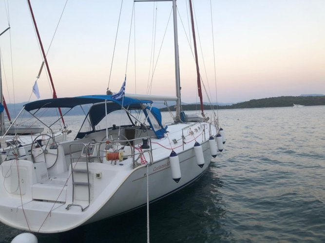 Enjoy luxury and comfort on this Beneteau BENETEAU Cyclades 50.5 2009-10 REFIT 2019 in Lefkada