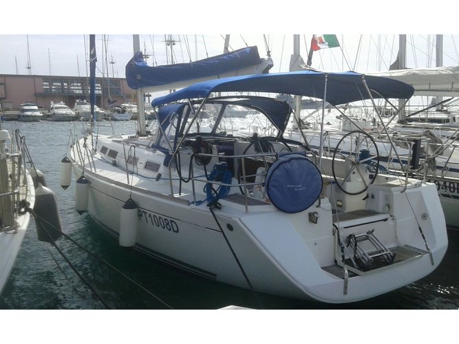 Enjoy luxury and comfort on this Dufour Yachts Dufour 425 GL in Alghero
