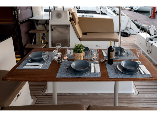 Jump aboard this beautiful Fountaine Pajot Helia 44
