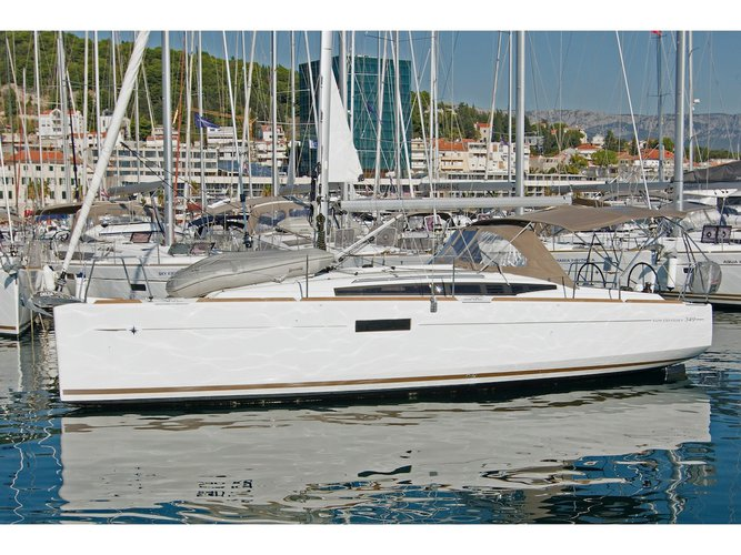 All you need to do is relax and have fun aboard the Jeanneau Sun Odyssey 349