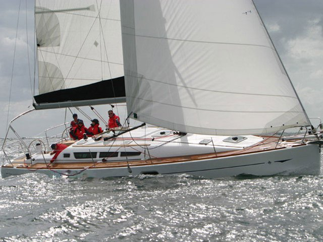 Beautiful Jeanneau Sun Odyssey 42 i ideal for sailing and fun in the sun!
